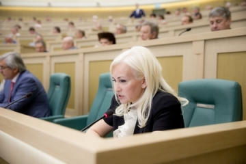 Сенаторы от Крыма О. Ковитиди и С. Цеков приняли участие в торжественном собрании Госсовета республики, посвященном первой годовщине «Крымской весны»