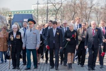 Крым. У Вечного огня в Александровском саду