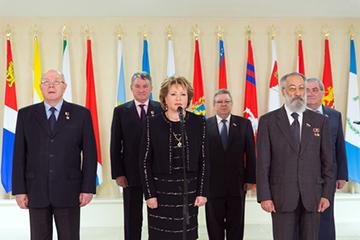 В Совете Федерации состоялась церемония установки флагов Республики Крым и Севастополя
