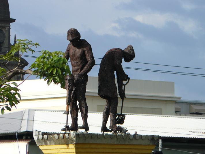 Памятник дорожным строителям в столице