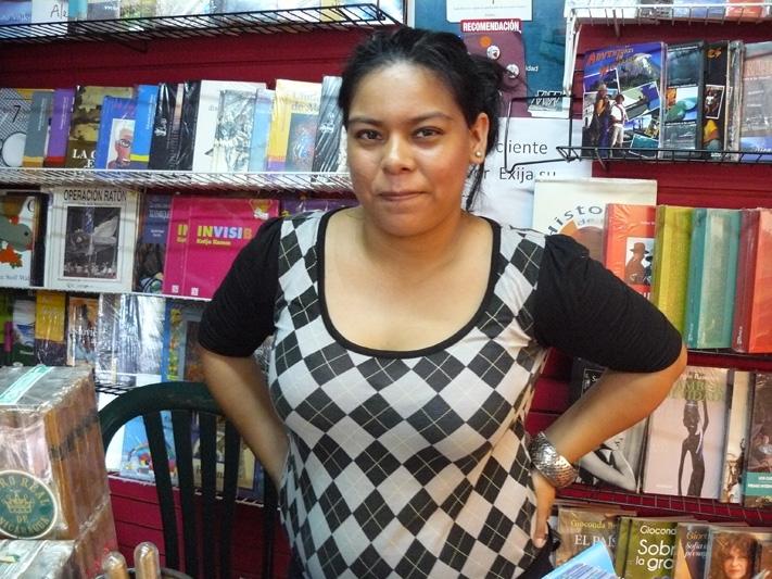 Продавщица книг