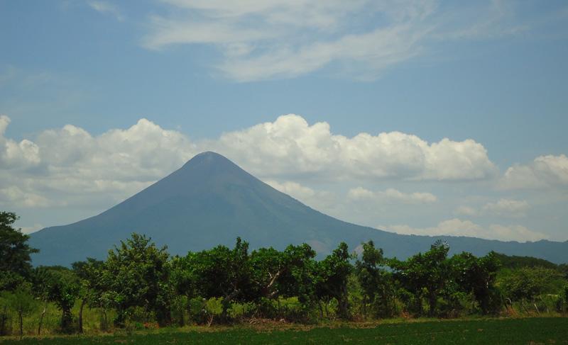 Величав вулкан Момотомбо