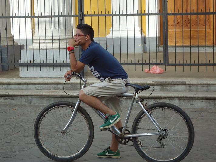 О чем задумался, велосипедист?