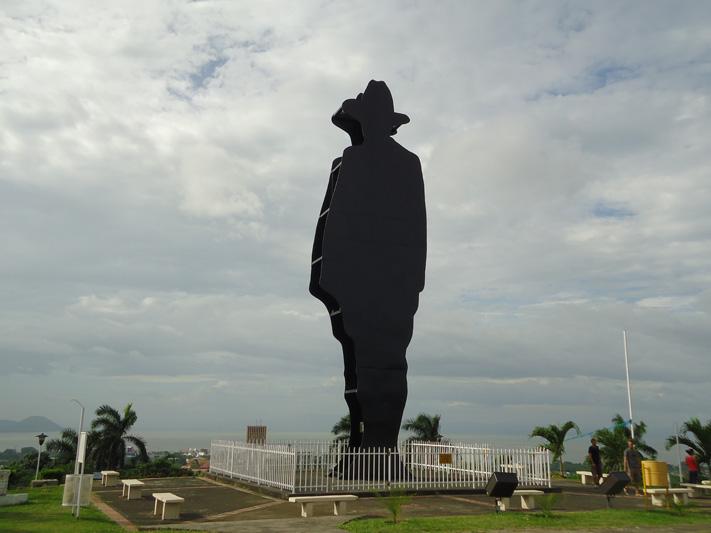 Тень великого САНДИНО над столицей Никарагуа