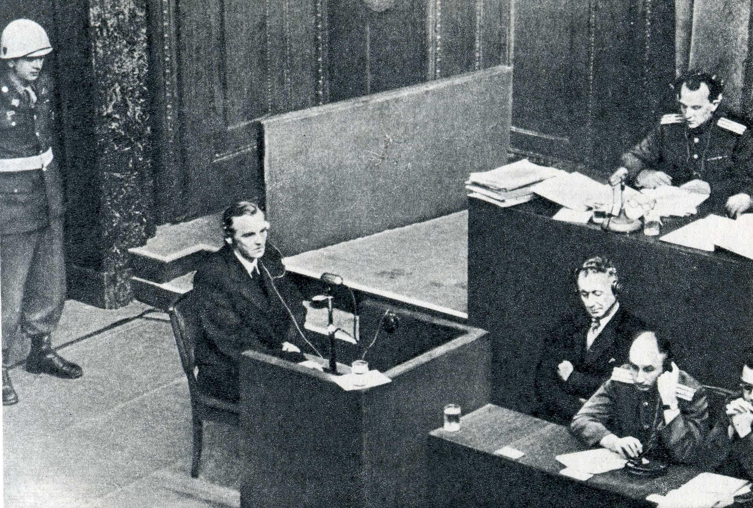 Фридрих Паулюс дает показания на Нюрнбергском процессе
