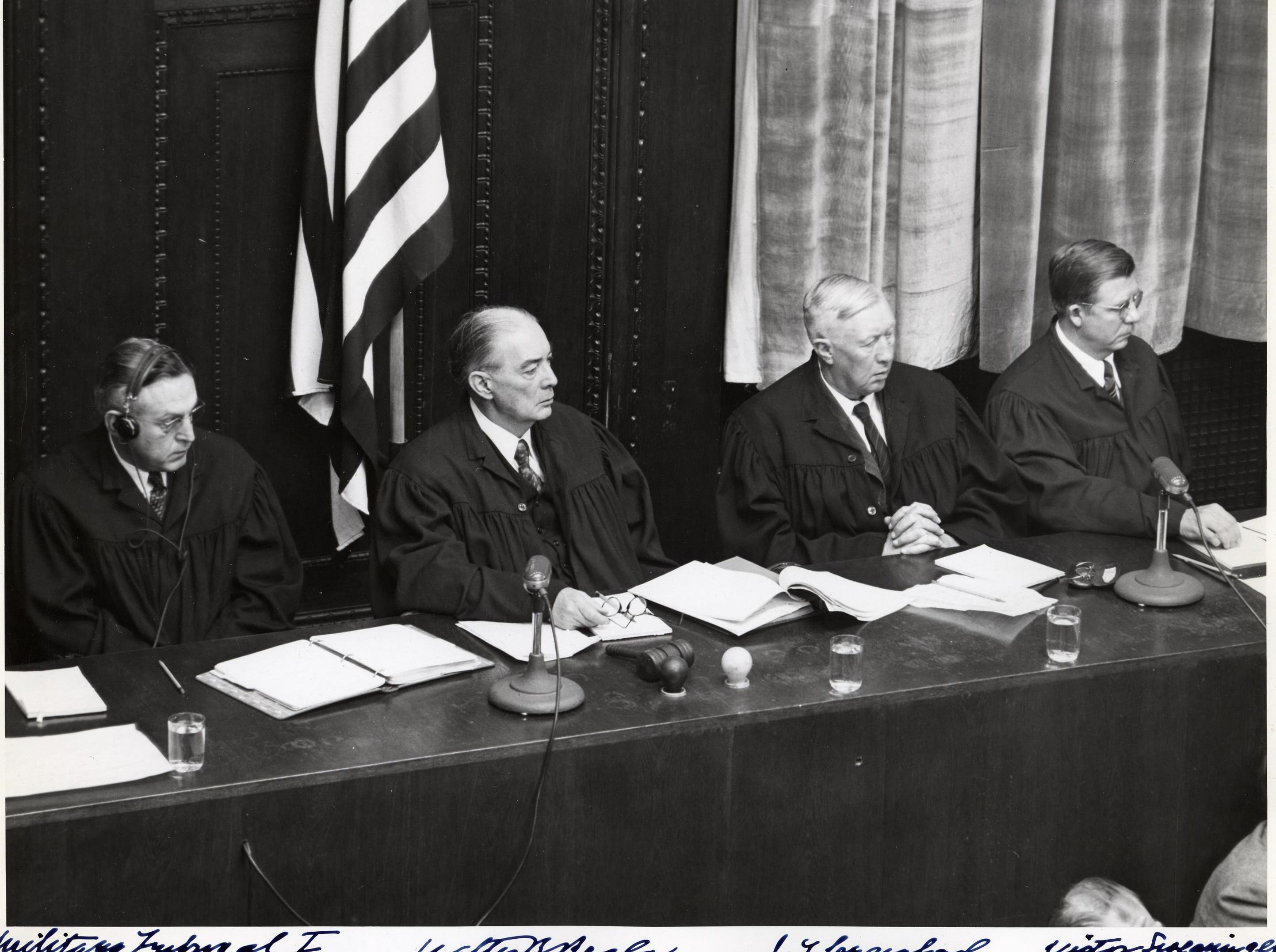 Врачи, участвующие в Нюрнбергском трибунала