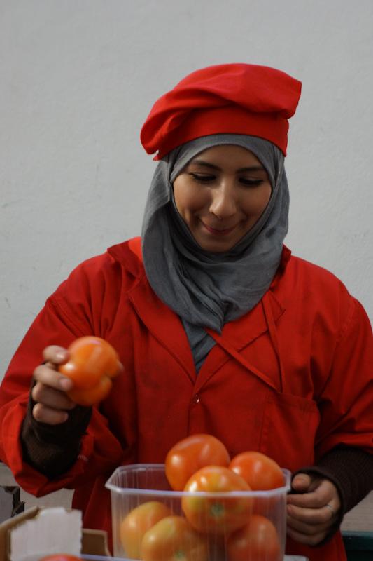 Завес на расфасовке помидоров
