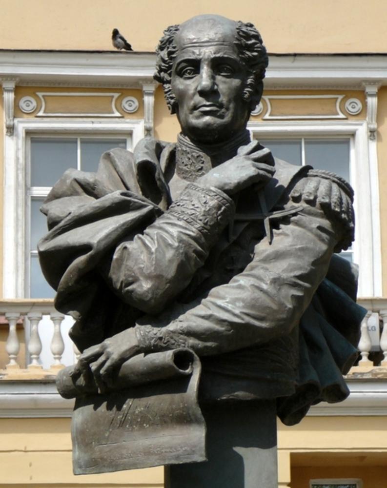 Памятник Бетанкуру с Петербурге перед зданием Петербургского государственного университета путей сообщения (ПГУПС), который был основан «русским испанцем» в декабре 1809 г.
