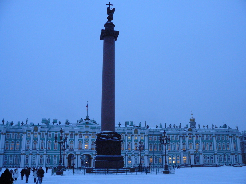 Александровская колонна в Петербурге в наши дни.