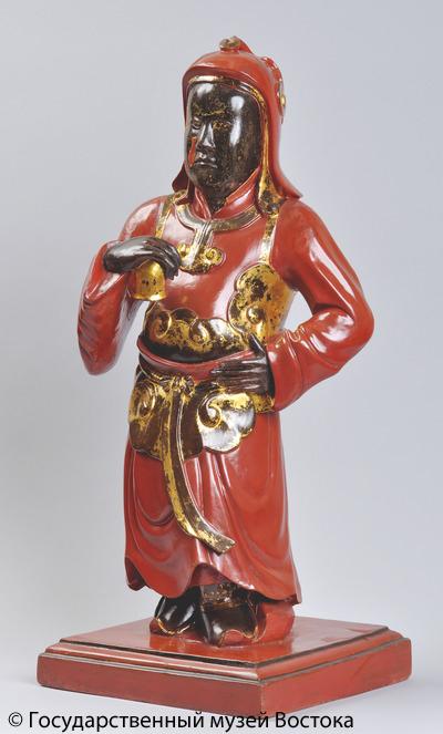 Статуя военачальника. XIX в. Дерево, лак, резьба, роспись, позолота.